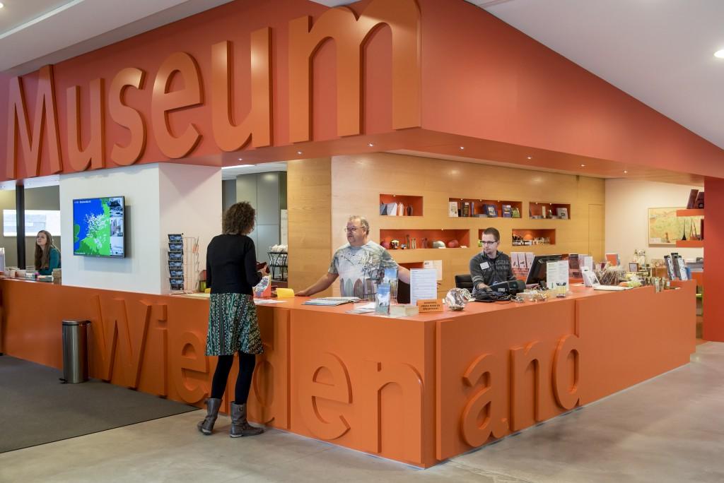 De balie van Museum Wierdenland. Foto Geert Job Sevink (beschrijving is niet bedoeld als fotobijschrift)
