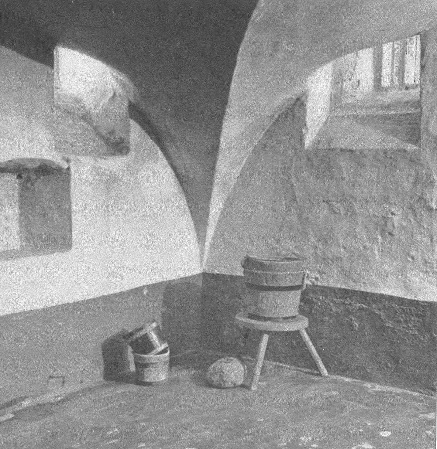 De kelder van het middeleeuwse gebouw is bewaard gebleven.