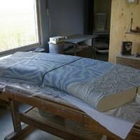 Na het verwijderen van de latex wordt het resultaat van de stroming en de geulen zichtbaar