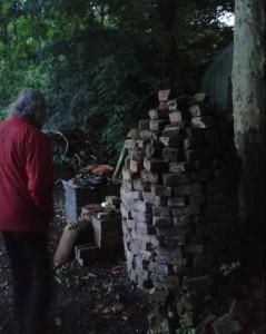 foto-muurtje-of-pilaar-of-stenen-of-een-oven-in-het-landschap-van-het-klooster-feldwerd